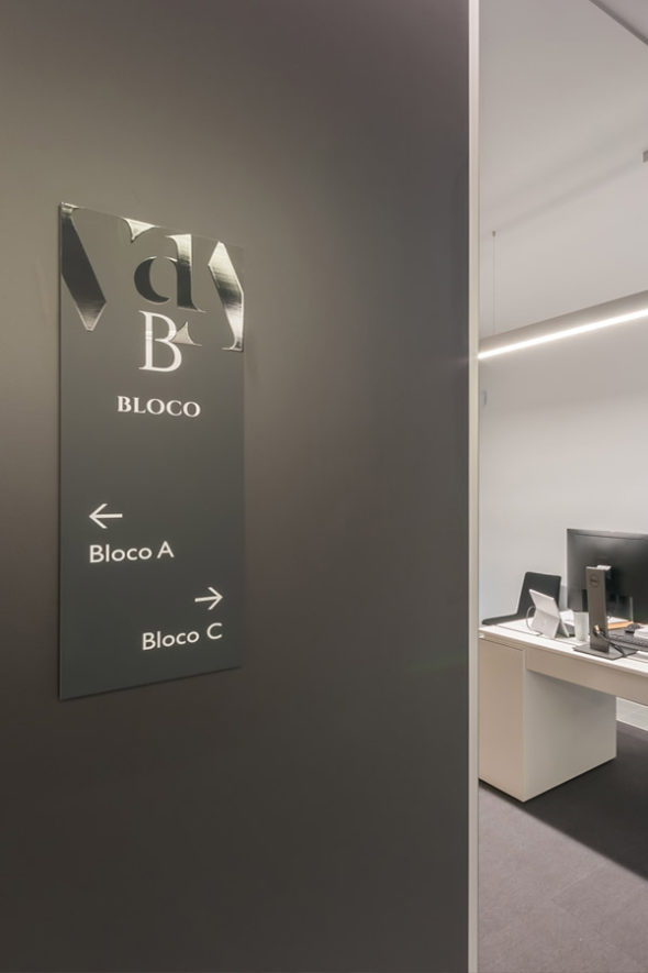 [© (c) Emanuel José do Carmo; The signage design responds to the distinctive architectural style of the building and its interiors, providing effective wayfinding assistance, and underlining VdA identity and brand. The proposed design also results in an overarching feel of contemporary elegance and sophistication, in line with the image of VdA.
